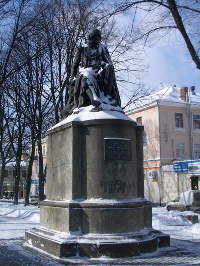 Памятник Николаю Васильевичу Гоголю в Полтаве