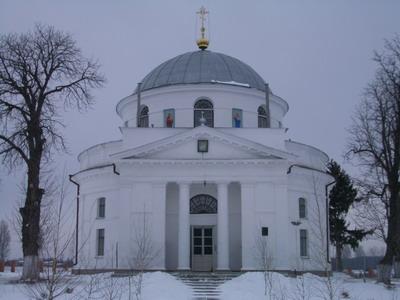 Церковь-усыпальница Николая Лесного при въезде в село Диканьку