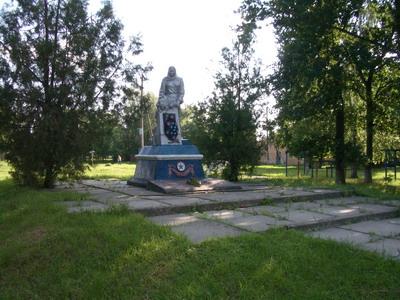 Памятник в с.Короваи в честь воинов-односельчан, погибших во время Великой отечественной войны