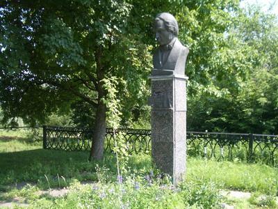 Памятник Е.П.Гребенке на родовом кладбище в д.Марьяновка