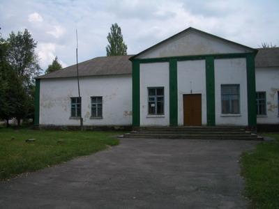 На этом месте раньше находилась сельская церковь