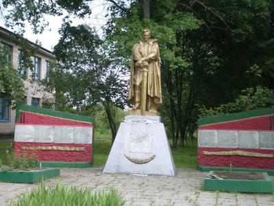 Памятник в с.Майорщина в честь воинов-односельчан, погибших во время Великой отечественной войны
