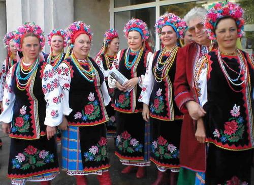 """Национальный украинский костюм на конкурсе  """"Мисс Вселенная 2007 """" ."""